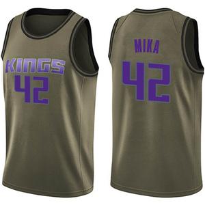 Nike Sacramento Kings Swingman Green Eric Mika Salute to Service Jersey - Men's
