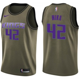 Nike Sacramento Kings Swingman Green Eric Mika Salute to Service Jersey - Youth